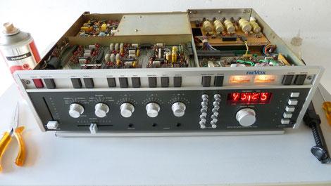 Frequenzanzeige mit Nixi-Röhren Revox A720 - einfach nur schön!