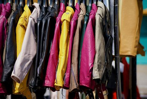 Jacken auf dem Kleidermarkt