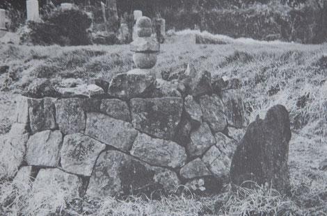 「ハガンサマ」と呼ばれている新城の久盛の墓。昭和40年代に撮影。