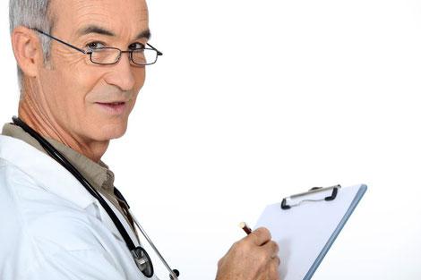 Arzt stellt Diagnose Gicht