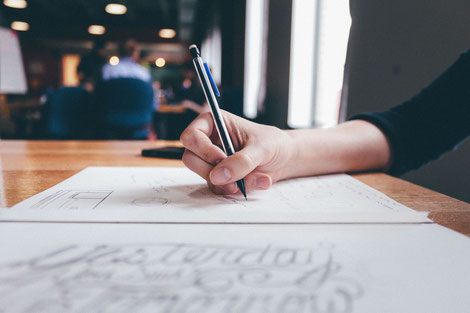 Handschrift, Papier und Stift, Kreatives Schreiben im Café