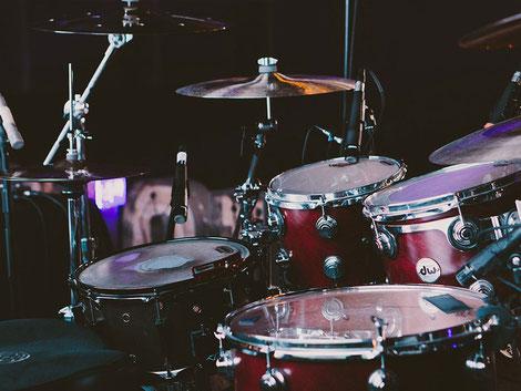 Akustisches Schlagzeug Set