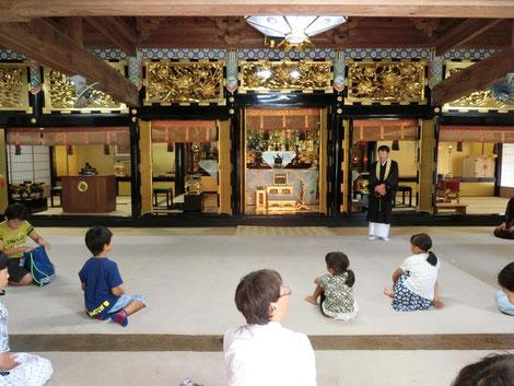 【閉会式。会場の教善寺住職より挨拶。】