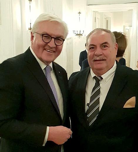 Bundespräsident Frank-Walter Steinmeyer und Christel Schwarz vom Freundeskreis für Sinti und Roma in Oldenburg e.V.