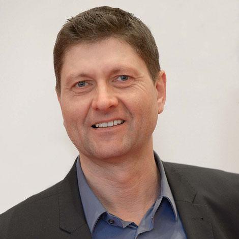 Gunther Schnatmann, Trainer mit Schwerpunkt Forschungs-Storytelling und souveräner Auftritt