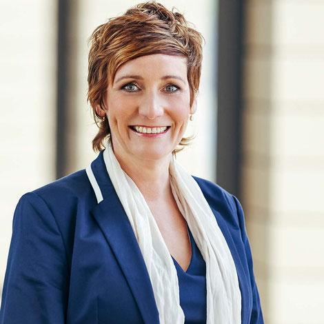 """Angela Elis, Trainerin für """"Wirksam kommunizieren & erfolgreich präsentieren"""" vor Kamera, im Video oder auf der Bühne. Weitere Themen: Botschaften, Persönlichkeit, Stimme, Lampenfieber"""