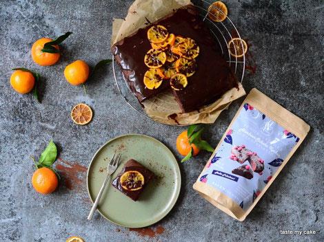 glutenfreie und vegane Backmischung für einen Himbeer Schokoladenkuchen mit Orangen