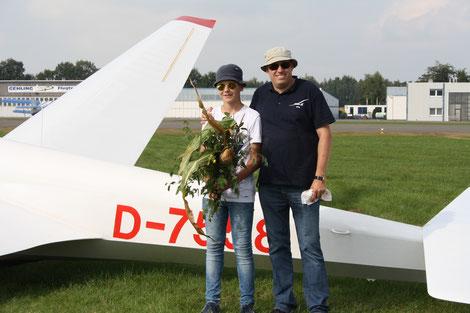 Philipp mit Fluglehrer Kay