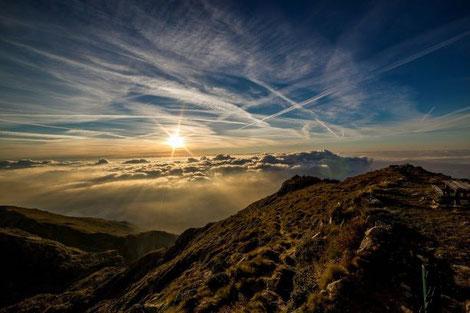 Grösse durch die Wolken dringen Aufstehen Seelen Zauber Tuggen