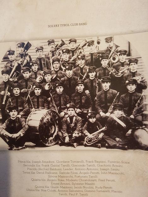 Gli emigranti fondarono a Detroit una banda