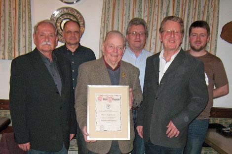 v.l.n.r.: Georg Macek, Manfred Weinzierl, Ehrenoberschützenmeister Josef Kessler, Günther Hillinger, Oberschützenmeister Reinhard Gut, Michael Vedder