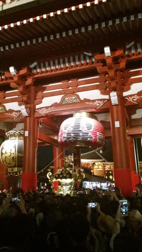 お神輿が通るので 提灯あがってます 浜松町 大門 マッサージ hogushi