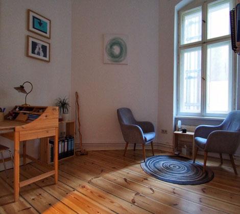 Raum, Sekretär, Stühle