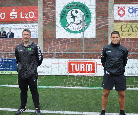 Trainer Stefan Janßen und Co - Trainer Mooy präsentieren die Neuzugänge