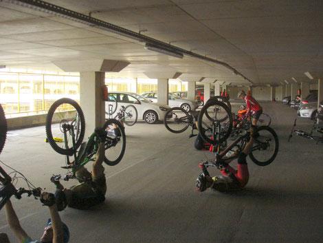 MTB Techniktraining in der Tiefgarage statt MTB Radtour
