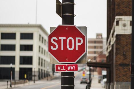 Lerne Stop sagen, um dein negatives Gedankenkarussell zu stoppen