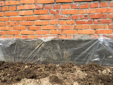 Наружная гидроизоляция фундамента Кальмафлекс. Защита от высыхания и растрескивания.