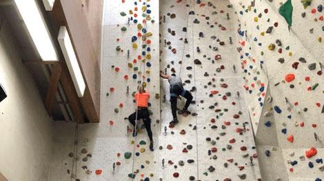 Schüler der DoPhysio im Kletterpark bei Stuttgart
