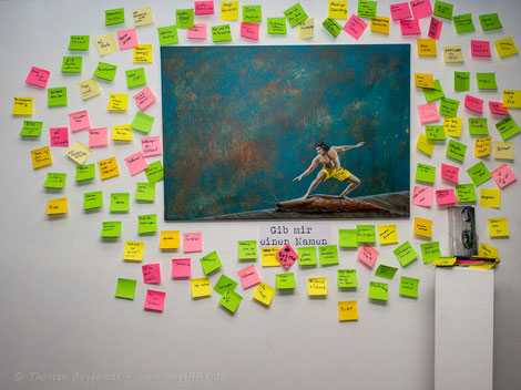 Kunstnacht, Kempten, Titel, Postit, Schnecke, Surfer, Gemälde von Thomas Guggemos