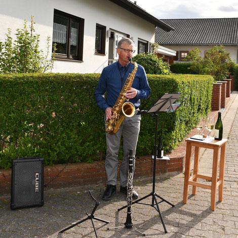 Ein Orchestermitglied des Modernen Blasorchesters Oppau als Teilnehmer bei Musiker*innen für Deutschland (Bildrechte: MBO)