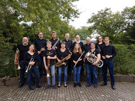 Das Ensemble des Modernen Blasorchesters Oppau nach seinem Auftritt in St. Albert, Pfingstweide (Bildrechte: MBO)