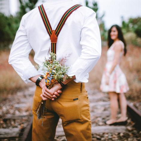 Recevoir un bouquet de fleurs fait toujours plaisir - Crédit photo : sphere©
