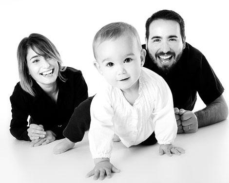 Séance photo en famille: un cadeau spécial à partager, avant de l'emporter chez soi. Crédit photo :Pixabay© serrano1004