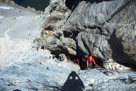 Über den Stopselzieher Klettersteig mit Bergführer auf die Zugspitze, dein Bergführer bringt dich sicher auf den Gipfel