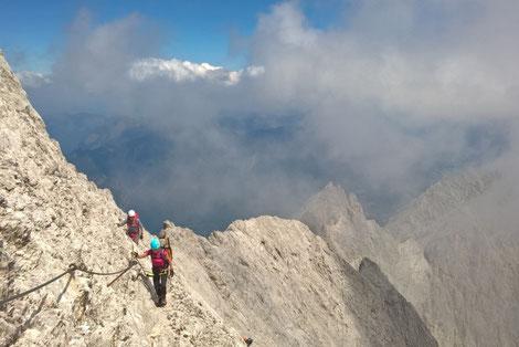 Der Weg über das Höllental ist die Paradetour auf die Zugspitze und ein echtes Highlight. Mit Bergführer wird der Klettersteig zu einem wahren Erlebnis.
