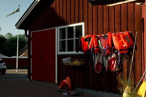Kanuverleih Skebokvarn, Schweden, Schwimmwesten, Paddel