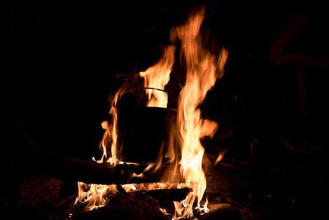 Im Hopo auf dem Lagerfeuer kochen