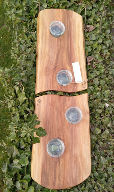 Zwei massive Schneidebretter aus Satin Nussbaum mit weckgläsern. Perfekt für eine große Präsentierfläche, Tisch oder Tafel. Ein Eyecatcher.