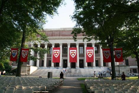 ハーバード大学、ケンブリッジ、卒業式場
