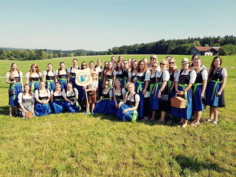 Dirndlschaft Rechtmehring in Rettenbach, Burschenfest