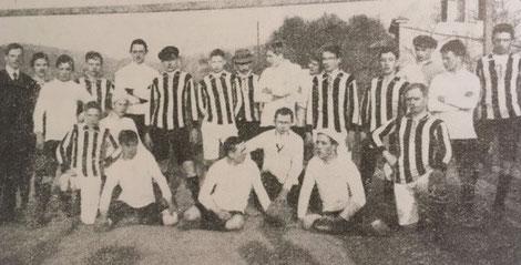 Die Mannschaft des ersten Spiels der Vereinsgeschichte im Januar 1910