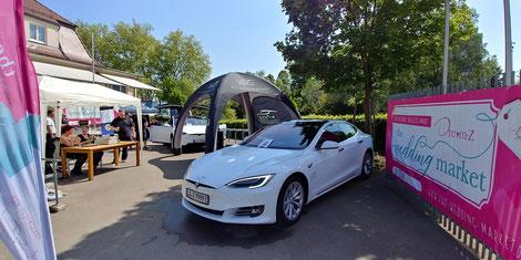 Tesla Model S als Hochzeitsauto