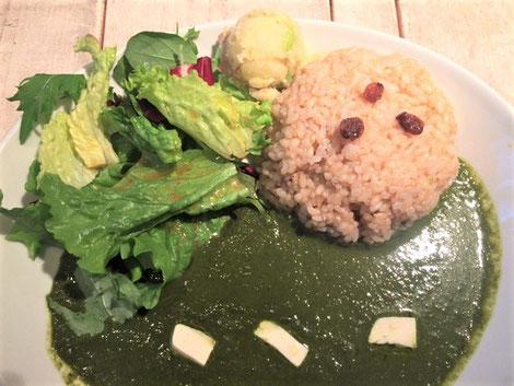 野菜も味が濃くて美味しい。白いのは、酸っぱい絹ごし豆腐……???