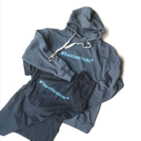 Sweatshirt mit dem Aufdruck #KanbanYoda und T-Shirt mit dem Aufdruck #TeamVersteher