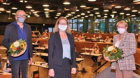 Bürgermeisterin Sandra Pietschmann mit der ersten stellvertretenden Bürgermeisterin Ute Stöcker und dem zweiten stellvertretenden Bürgermeister Nils Lessing. (Foto: Kreisstadt Mettmann)