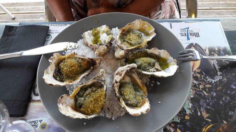 unsere Vorspeise, die herrlich zubereiteten Austern