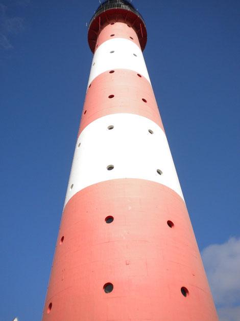 der mächtige Leuchtturm
