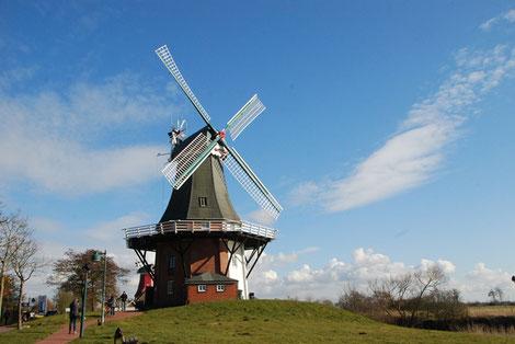 Blick auf die zwei Windmühlen