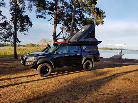 Roof top tent Dachzelt Toyota Hilux Revo 2016 2017 2.4 Blackwolf wolf78-overland.ch offroad overland expedition 4x4 AFN Frontbumper ARB Frontrunner Roofrack Horntools Rival4x4 James Baroud Discovery Westalpen bfgoodrich Alu-cab TJM offroadaccessoires.ch