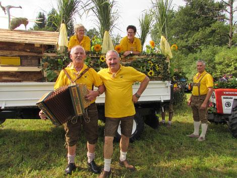 Die Fresacher Imker: Zum ersten Mal mit eigenem Erntewagen unterwegs