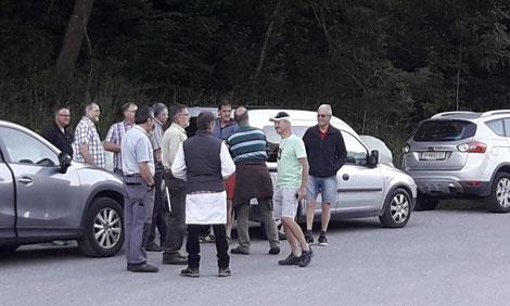 Züchter-Treffen vor der gemeinsamen Auffuhr auf die Belegstelle