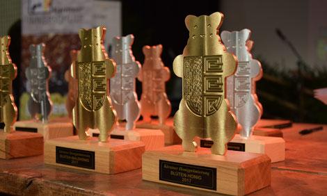 """Der """"Kärntner Honigbär"""" - die höchste Auszeichnung die ein Kärntner Imker für seinen Honig bekommen kann"""