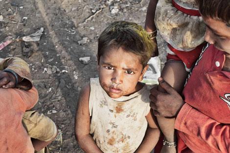 Eine effektive Armutsbekämpfung kann nur erfolgen, wenn die Geberländer ihre Investitionen für die Armutsbekämpfung durch mehr Fördermittel in Form von Förderprogrammen zur Verfügung stellen.