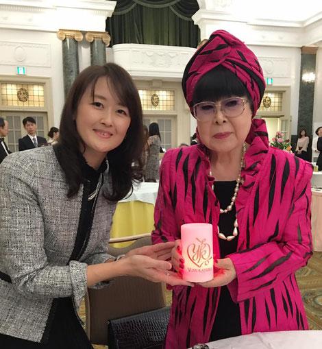桂先生へのプレゼントはロゴ入りのべローライト☆