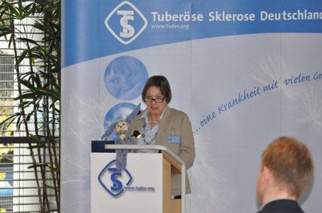 Begrüßung durch die Schirmherrin des TSD e.v. und Vorsitzende des Stiftungsvorstands Anke Koch. Foto: Inga Lepka