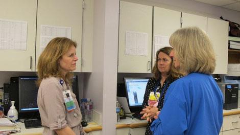 Gespräch unter Krankenschwestern und Nurse Practitioner (speziell qualifizierte Krankenschwester). Bild: Melody Gullemann